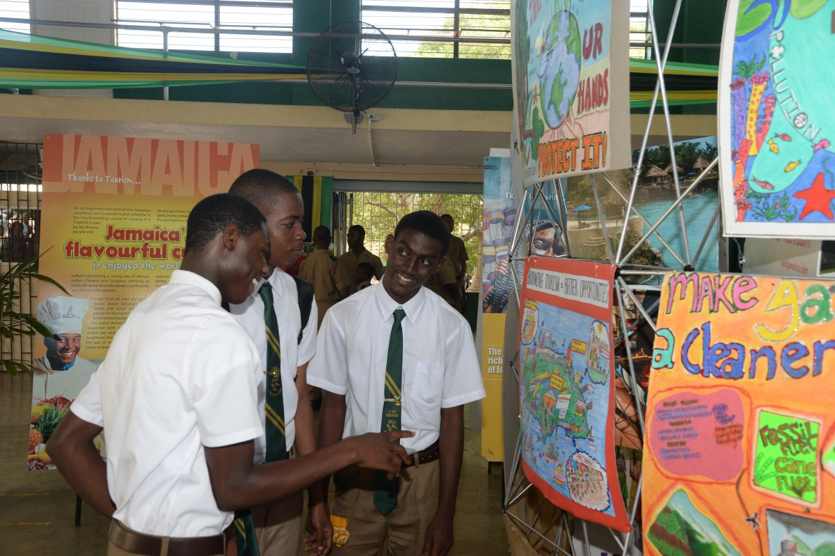 st-jago-high-students-view-the-exhibition